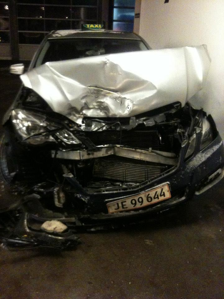 Mercedes E 250 (TAXA) - Front skade