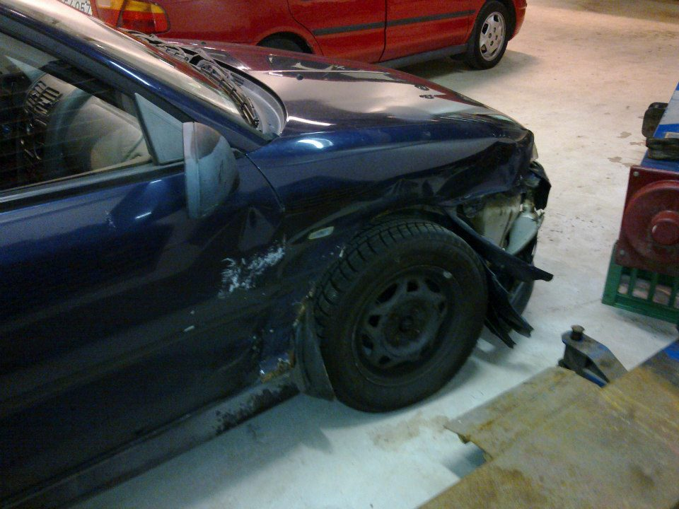 Mitsubishi Carisma - Side skadet